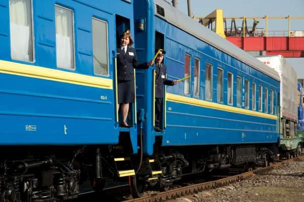 Пассажиры с нетерпением ждут начала отопительного сезона в поездах