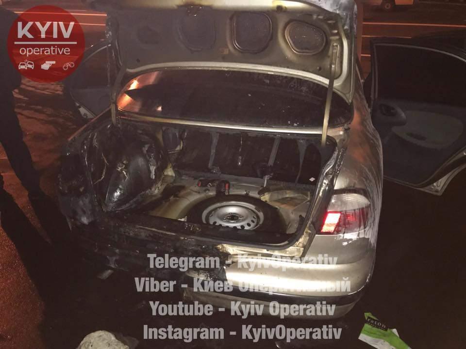В столице загорелся припаркованный автомобиль (Видео)