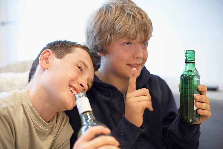 В Харькове общественники обнаружили точку продажи алкоголя детям (Видео)