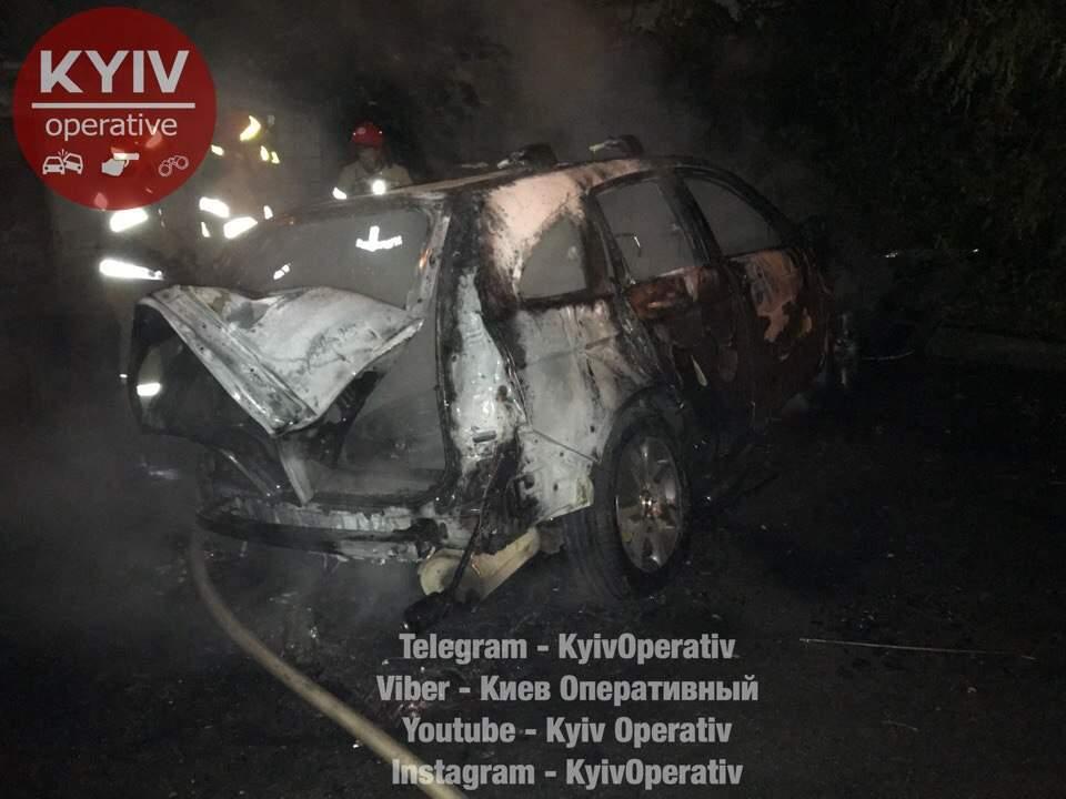 Случайность? В столице подожгли второе авто за вечер (Видео)