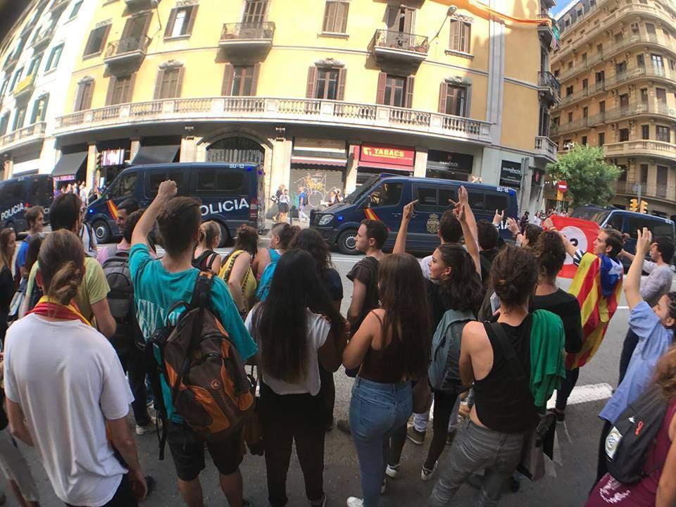 В Каталонии проходил митинг против насильственного разгона сторонников референдума (фото)