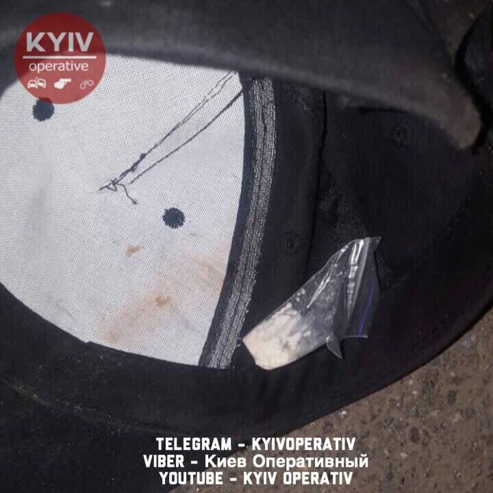 В Киеве мужчина от передозировки наркотиками лежал посреди улицы (фото)