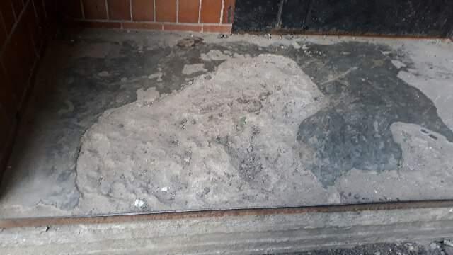 В Харькове ЖЭК сделал ремонт в одном из дворов при помощи подручных материалов (Фото)