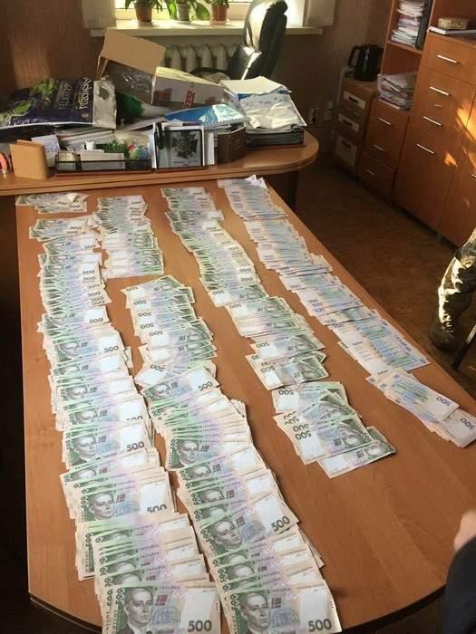 Чиновники на Донбассе заработали при помощи
