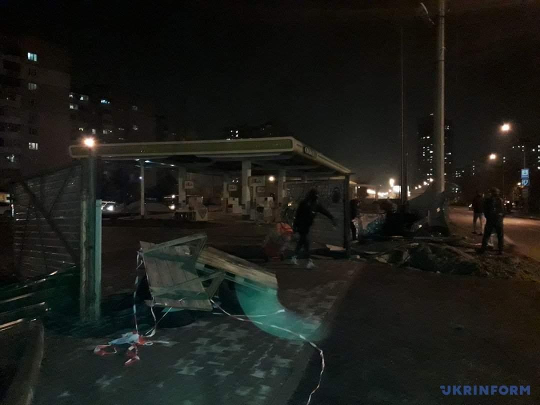 Фоторепортаж с места погрома заправки