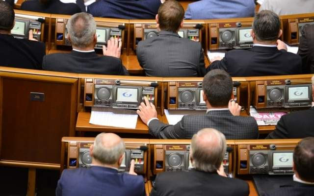 Лозовой голосовал сразу за шестерых: Нардепа застукали за