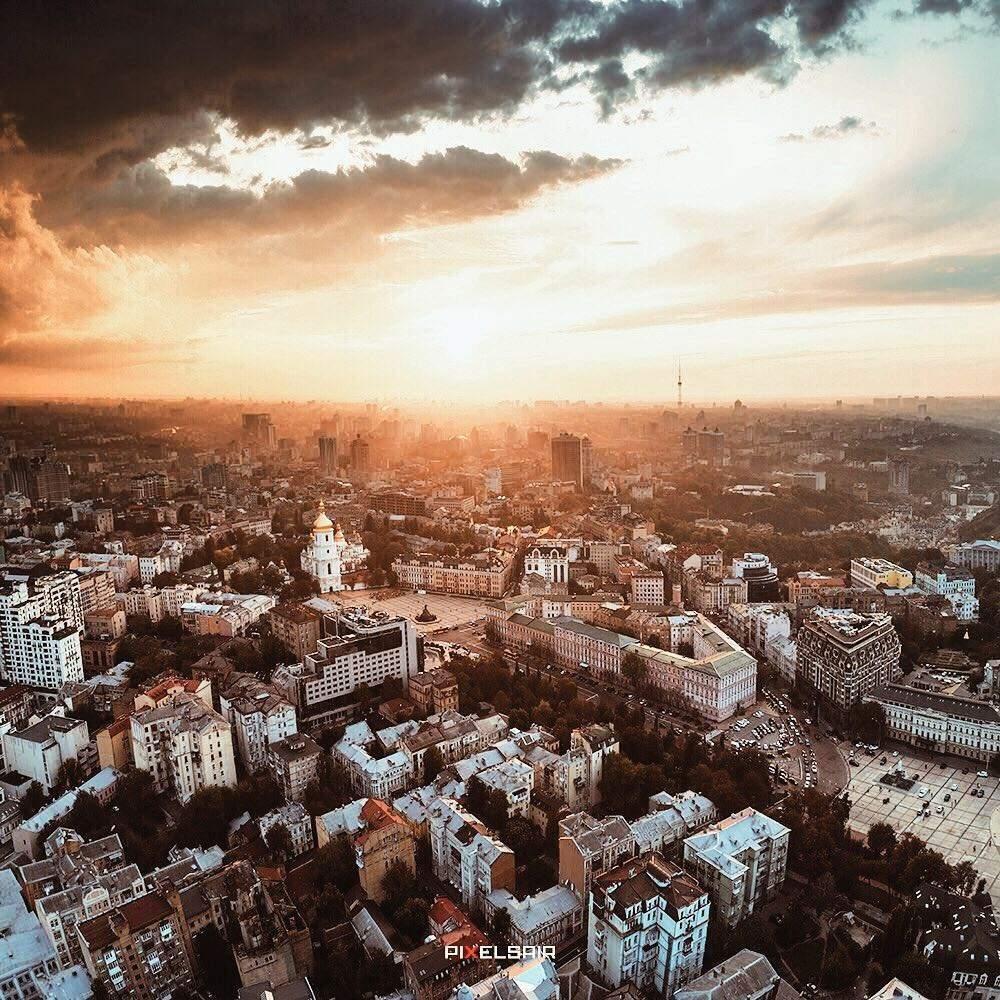 Пасмурный осенний день в столице (Фото)