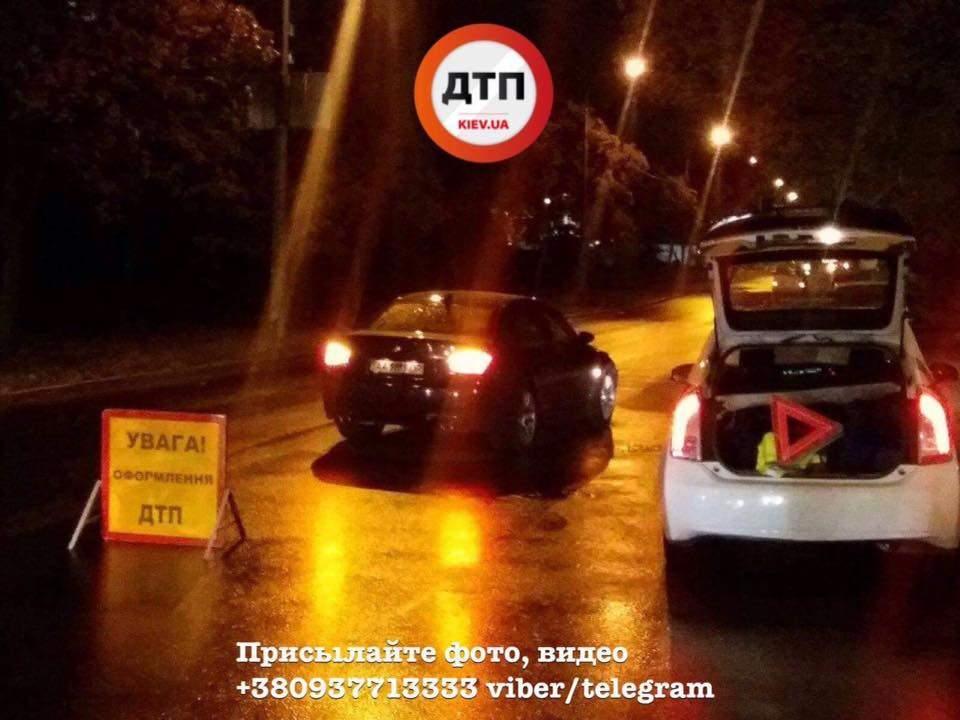 В Киеве автомобиль на скорости сбил девушку (Фото)