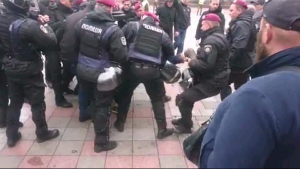 Столкновения у стен Верховной Рады: Нацгвардия задержала организатора