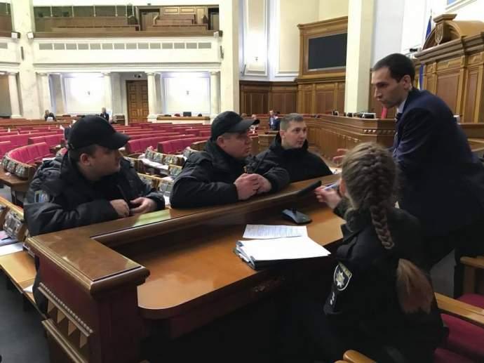 В Верховную Раду приехала полиция (фото)