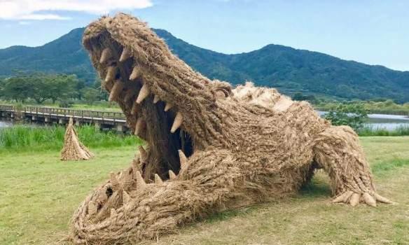 В Японии проходила выставка гигантских животных из рисовой соломы (фото)