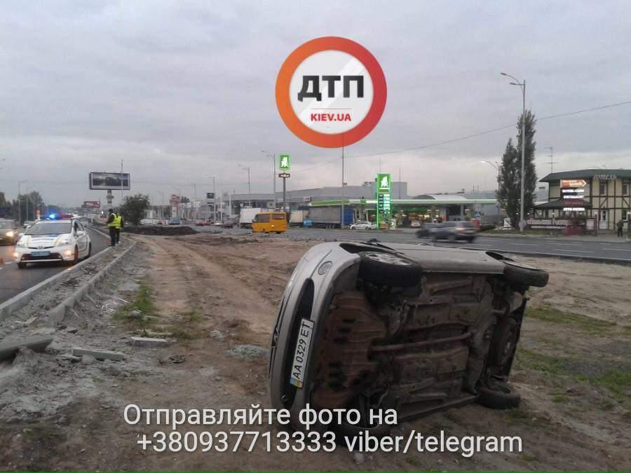 В столице разыскивается виновник ДТП: машину перевернуло несколько раз (Фото)