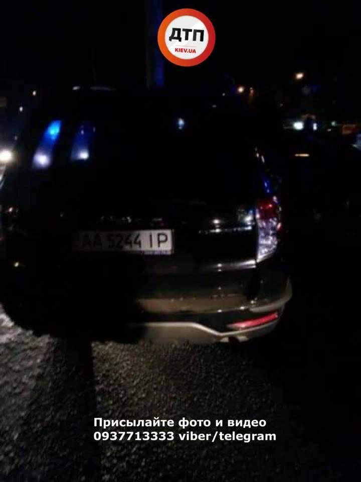 В Киеве столкнулись сразу 4 авто. Есть пострадавшие