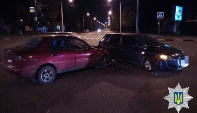 В Харькове пьяный водитель устроил тройную аварию (фото)