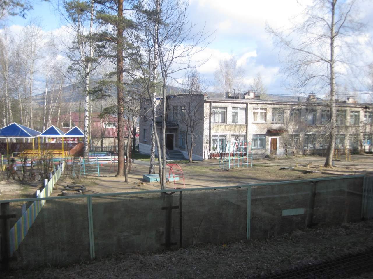 В Тернополе мужчина сорвался с крыши детского сада и погиб