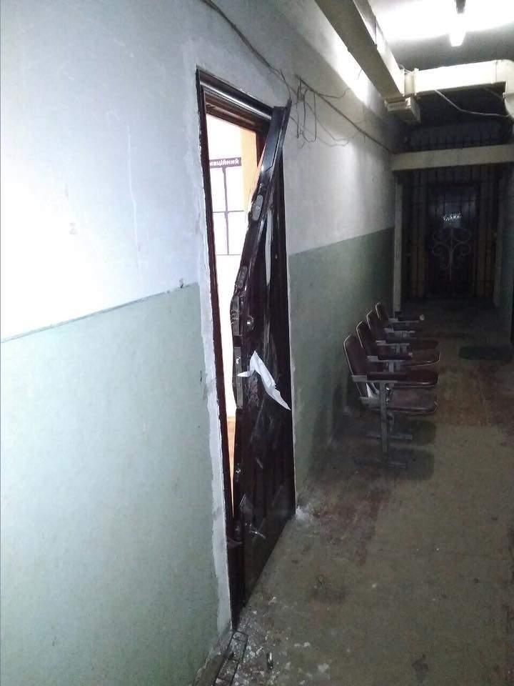 На этот раз выбил двери: В Луцке бомж-дебошира