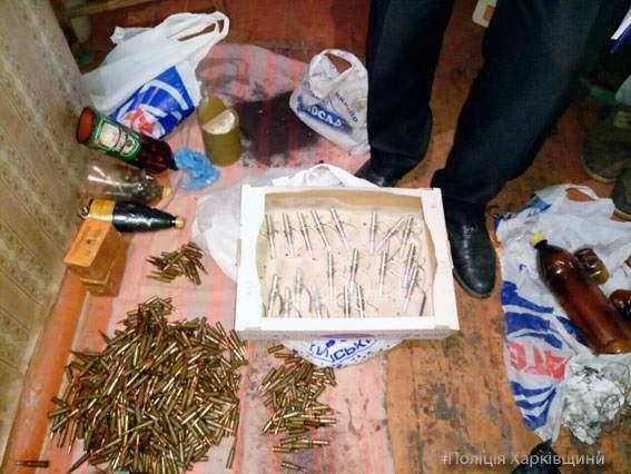 Пожилой харьковчанин хранил у себя дома целый арсенал оружия (Фото)