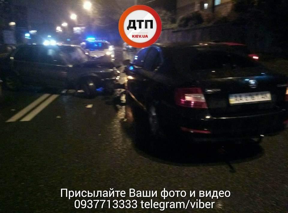 В Киеве произошло серьёзное ночное ДТП с пострадавшими (Фото)