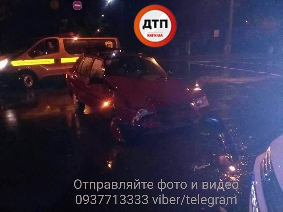 В результате столичного ДТП пострадали оба водителя (Фото)