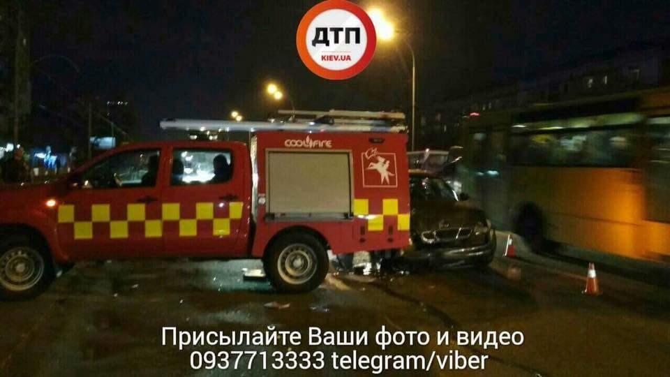 В Киеве столкновение нескольких авто не обошлось без пострадавших (Фото)
