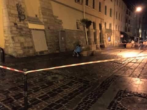 Львовян напугала подозрительная коляска с неизвестным предметом, который светится (Фото)