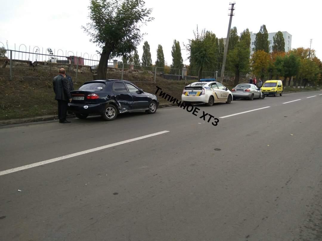 В Харькове столкнули два Daewoo Lanos: одно из машин осталось без колеса (фото)