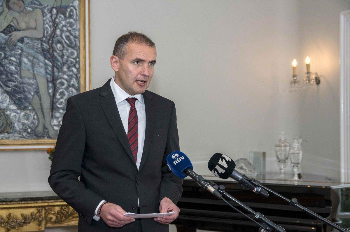 Президент Исландии сломал нос во время принятия ванны