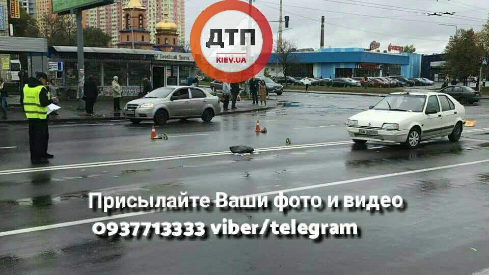 В Киеве пьяный водитель сбил женщину (фото)