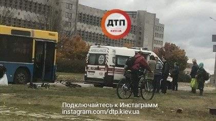 В столице водитель на скорости сбил велосипедиста (Фото)