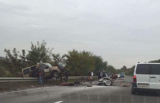В Закарпатской области произошло страшное ДТП: авто разбилось на две части (Фото)