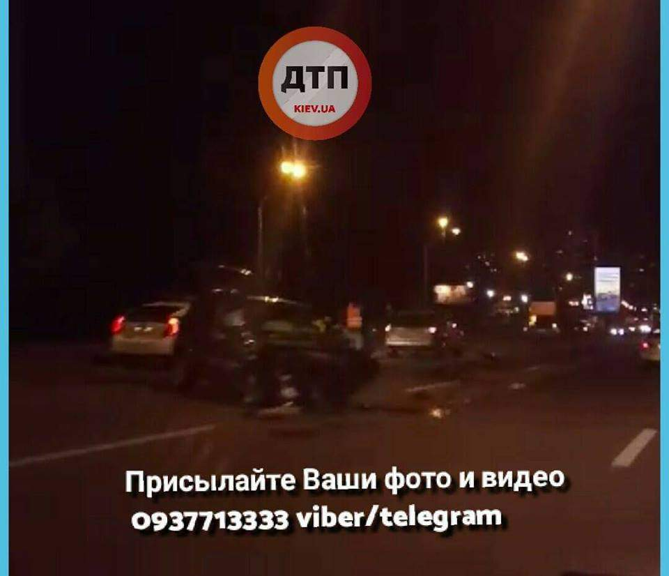В столице столкнулось 3 авто: Пострадавших с многочисленными травмами госпитализировали (Фото)