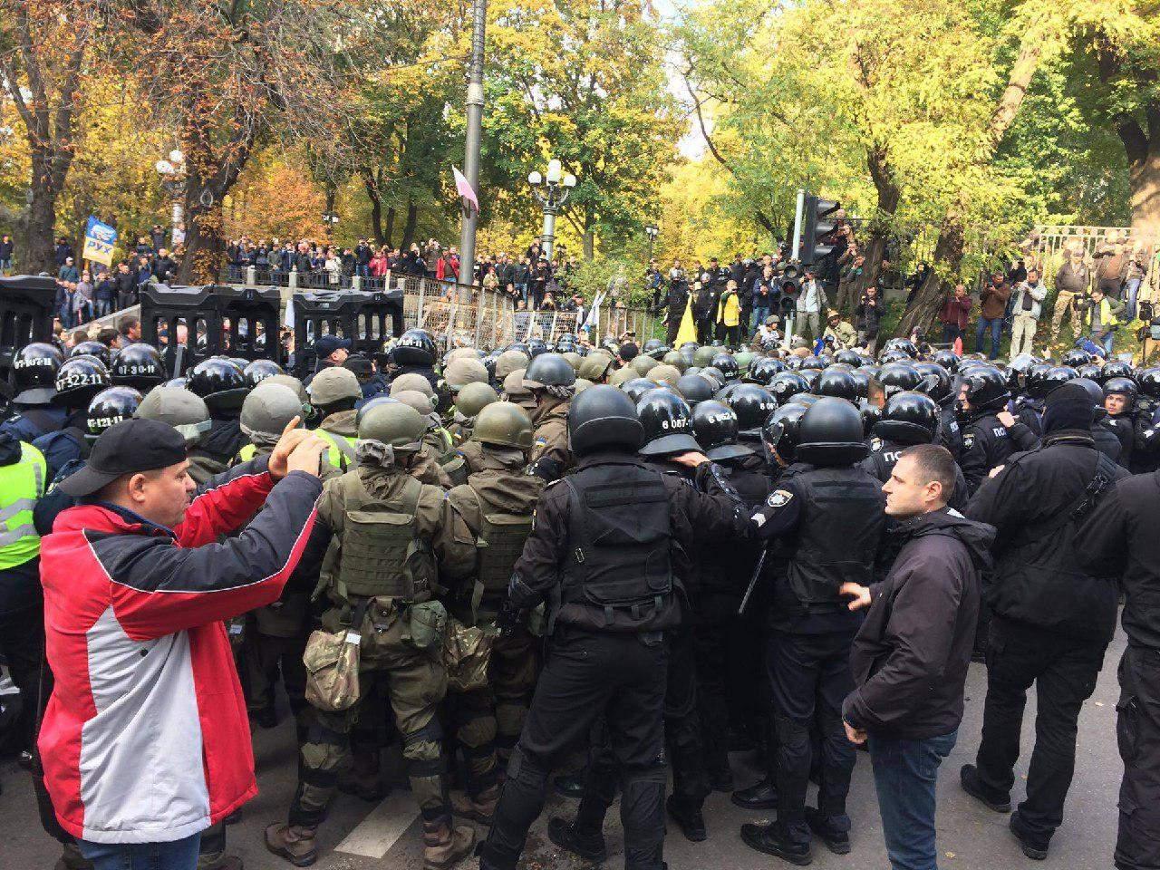 В Киеве Нацгвардия применила перцовые баллончики против митингующих (фото)