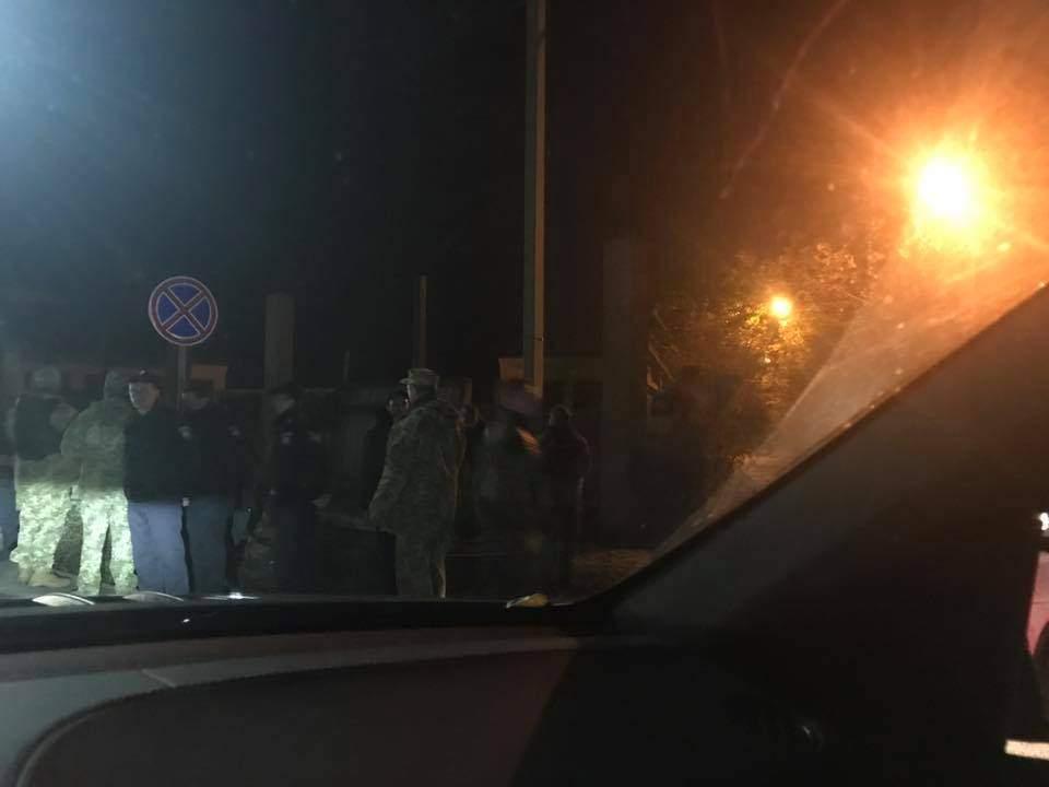 Резиденцию Президента Порошенко окружили силовики и спецтехника (фото)