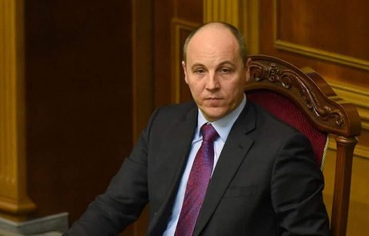 Спике ВР призвал митингующих обеспечить свободный доступ депутатов к зданию парламента