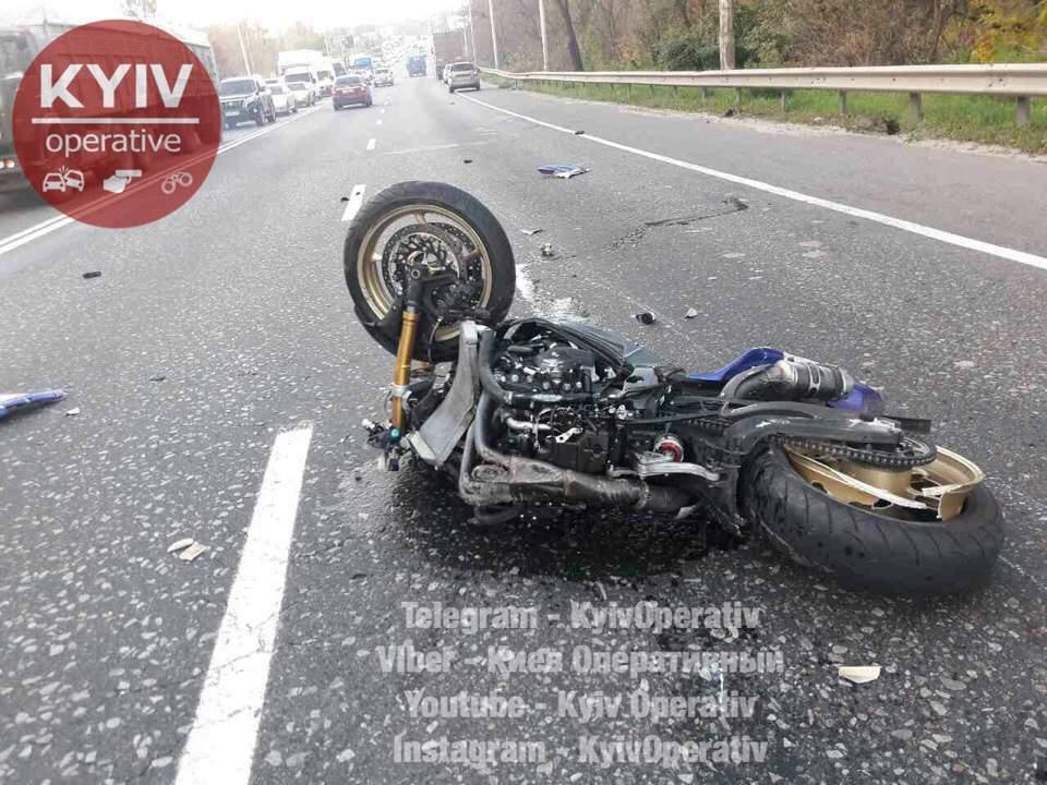 В столице двое мотоциклистов инициировали ДТП и скрылись с места происшествия (фото)
