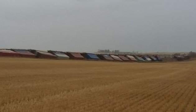 В Канаде из-за шквалистого ветра с рельсов сошли два поезда