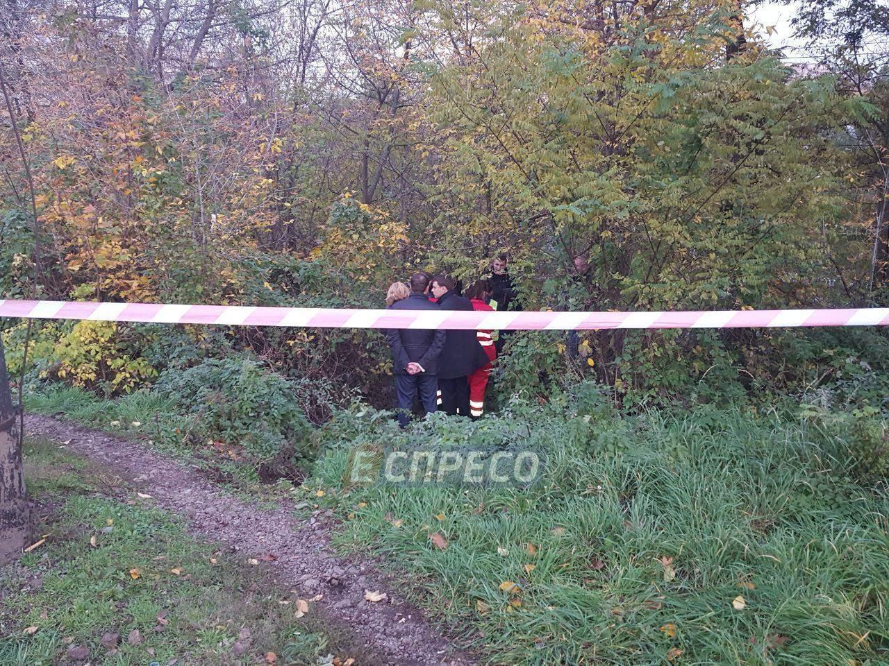 В Киеве возле остановки нашли труп мужчины (Фото)