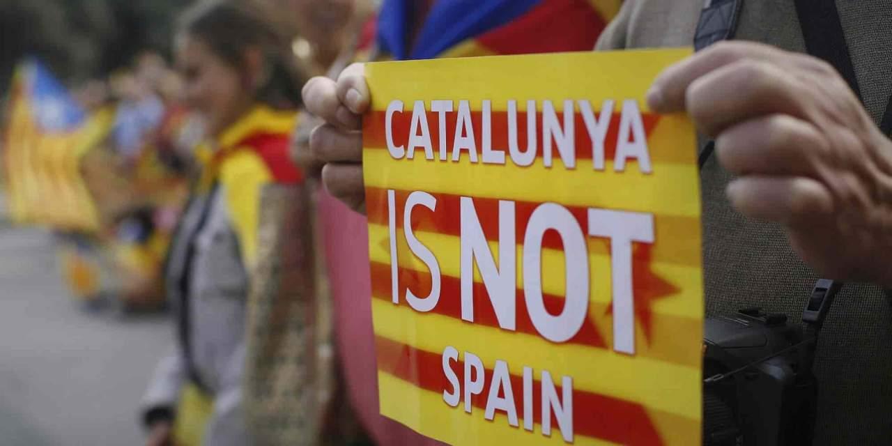 В знак протеста против правительства Испании сторонников Каталонии призвали снять все деньги со счетов