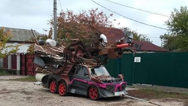 На улицах столицы заметили автомобиль в стиле боевика