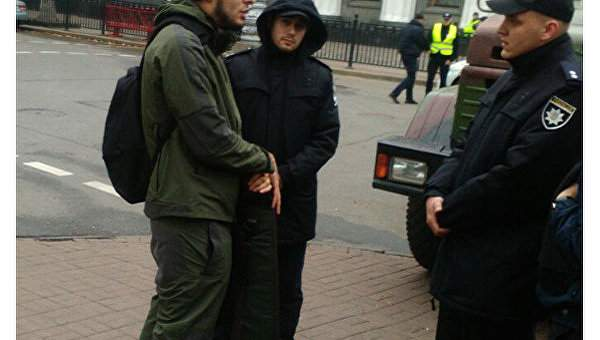 В Киеве был задержан мужчина, который направлялся на митинг с оружием (Фото)