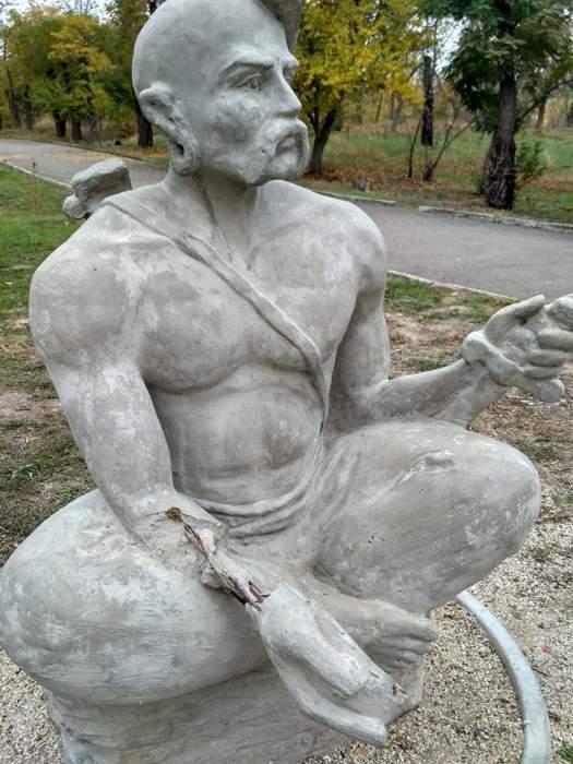 Вандализм в Николаеве: Неизвестные повредили памятник Мамая (Фото)