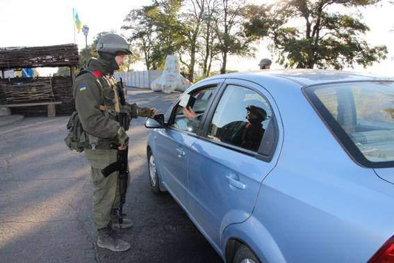 Правоохранители отчитались о работе на блокпостах Донбасса (Фото)