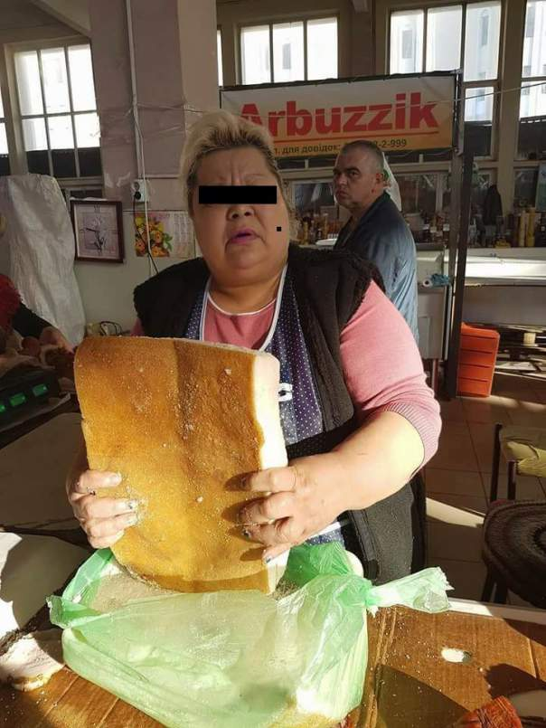 Одессит пожаловался на продавщицу, которая продала ему не свежую колбасу и за малым не отравила детей (фото)