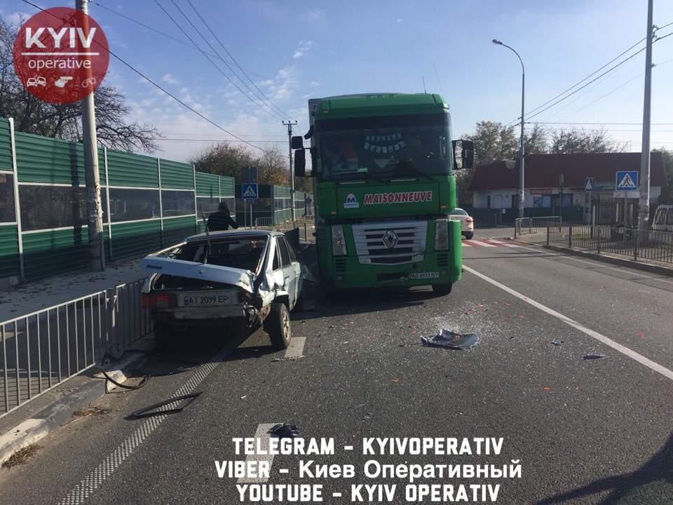 На Киевщине серьезное ДТП чудом обошлось без пострадавших (Фото)