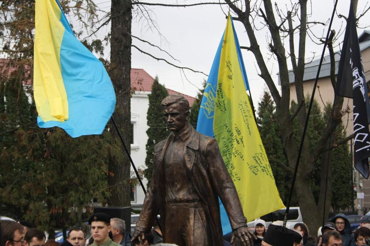 В Житомире открыли памятник деятелю