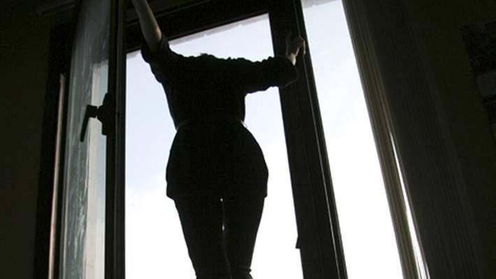 В Черновцах женщина смертельно травмировалась при падении с высоты