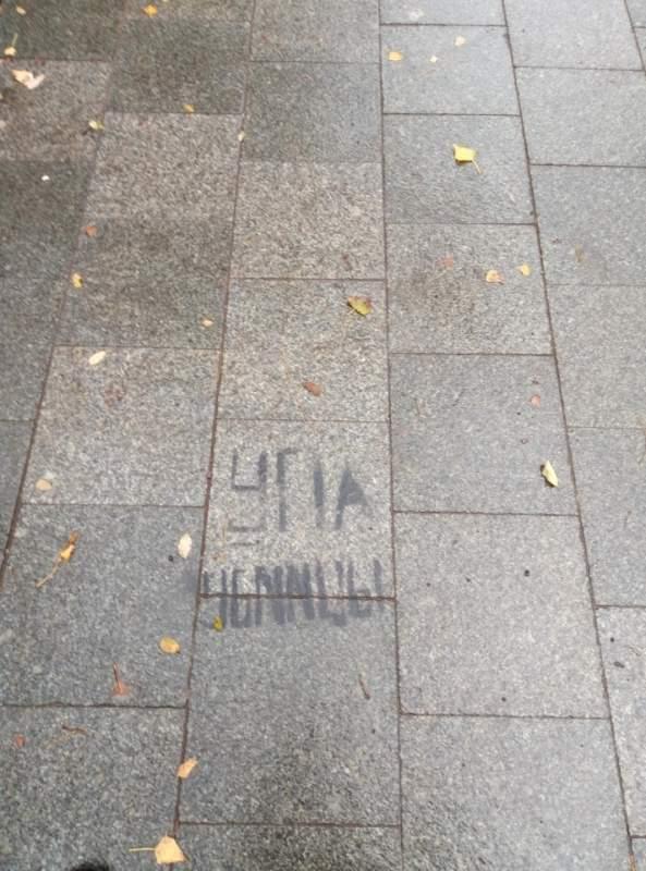 В Одессе неизвестные оставили провокационные надписи «УПА убийцы» (фото)