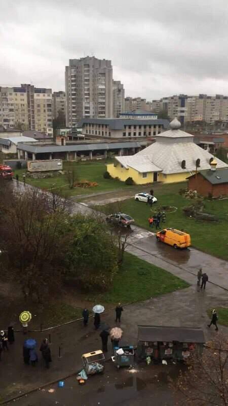 Во Львове в Храме Святого Владимира Великого обнаружили подозрительный предмет (фото)