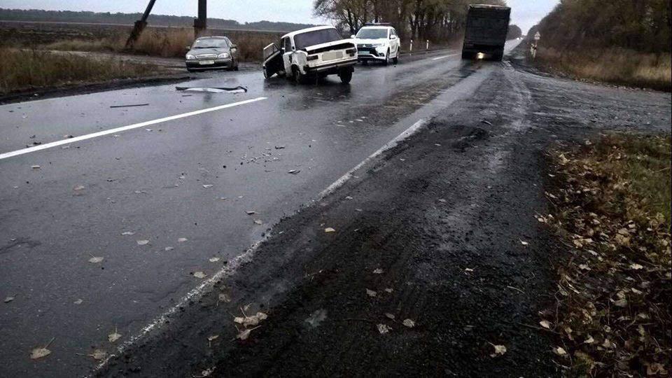 В результате кровавой аварии на Харьковщине пострадало 9 человек (Фото)