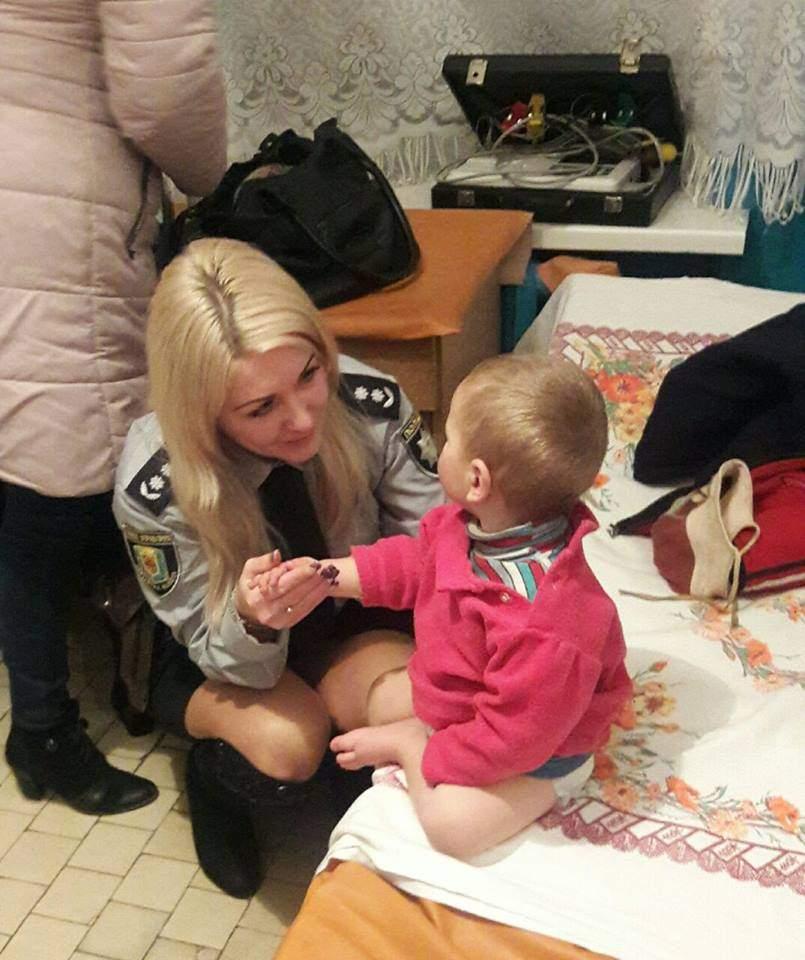 В Полтавской области горе-мать оставила своего ребенка на обочине дороги (фото)